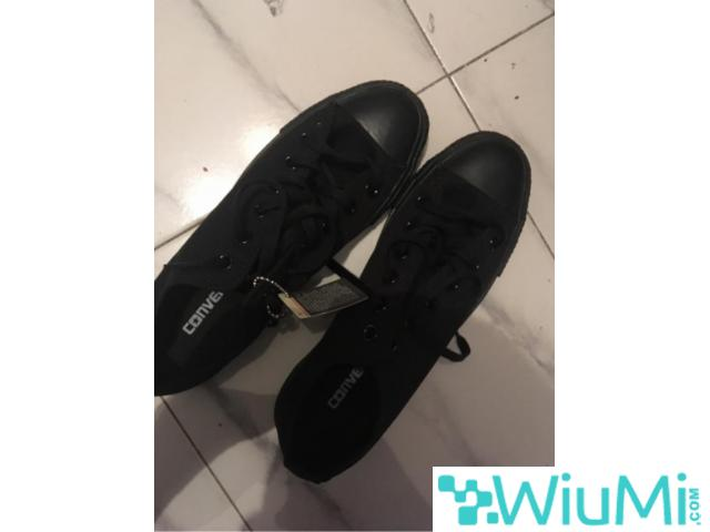 All Black Converse Low's Original - 1/3